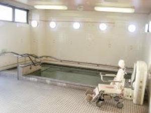 お風呂も広々としていて、気兼ねなく入浴する事が可能です♪